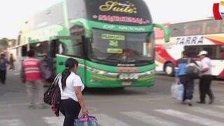 Viajeros llegaron a terminal de Yerbateros tras reapertura de la Carretera Central