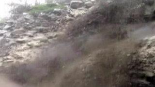 Reportan huaicos y vehículos atrapados en Santa Eulalia