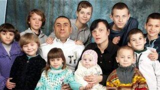 Pareja de esposos adoptó a ocho niños con VIH en Ucrania