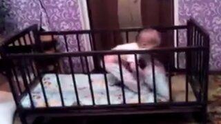 YouTube: mira la hábil técnica de este bebé para 'escapar' de su cuna