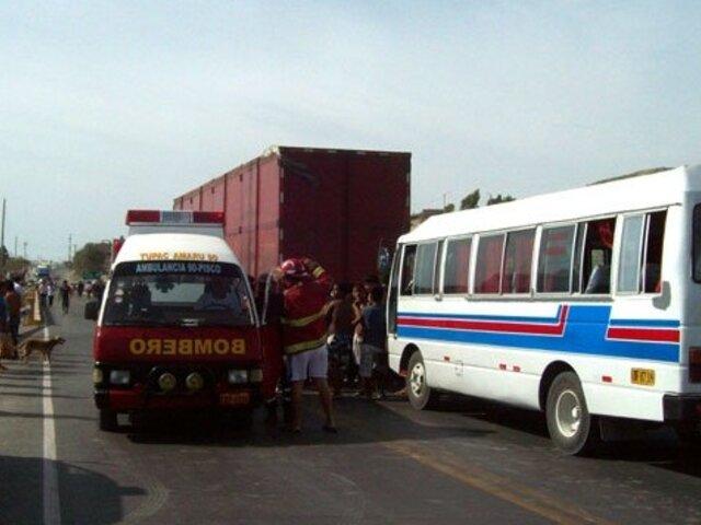 Ate: al menos 20 heridos tras choque de bus de transporte público contra camión