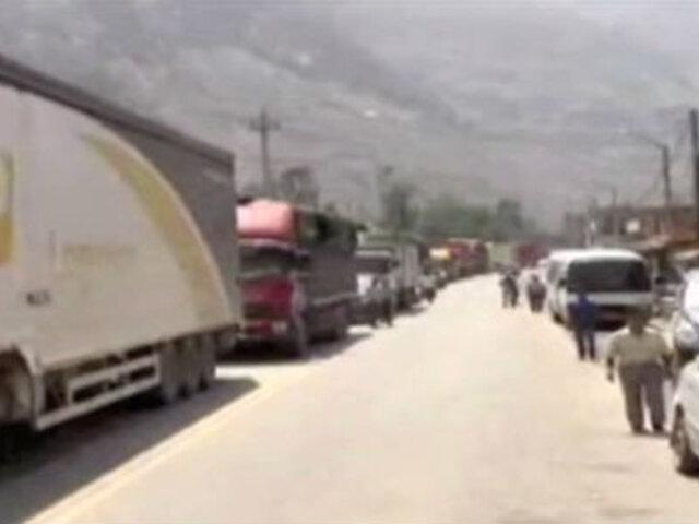 Tránsito continúa restringido en la Carretera Central por trabajos de limpieza