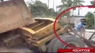 Iquitos: retroexcavadora casi aplasta a una familia