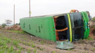 Choque semifrontal entre ómnibus y camión en Ancón deja al menos ocho heridos
