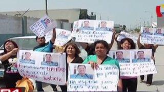 Familiares de tercer marino acusado de espionaje protestaron en la Base Naval