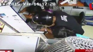 Piura: cámaras registran asalto a una bodega con agente bancario