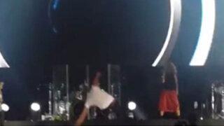 VIDEO: Enrique Iglesias sufre aparatosa caída durante concierto en Guatemala