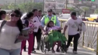 Surco: intenso tráfico obligó a que gestante fuera trasladada en silla de ruedas