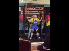 VIDEO : levantador de pesas se desgarró los cuadríceps al levantar 280 kilos