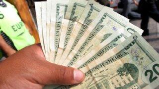 Dólar continúa en alza y tendencia se mantendría hasta agosto