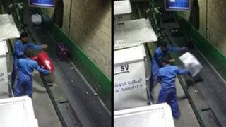VIDEO: así manipulan el equipaje los trabajadores de las aerolíneas