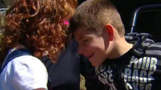 Niña ganó $25 mil vendiendo limonada para ayudar a su hermano enfermo