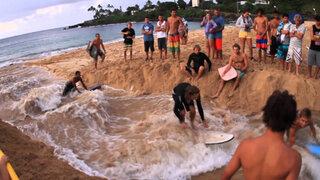 VIDEO : tablistas crean sus propias olas en Hawai