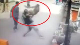 YouTube: la instantánea venganza de un mono a joven que lo ofendió