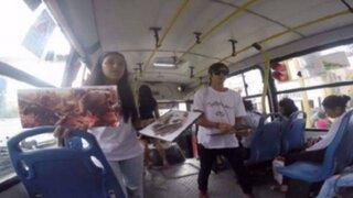 YouTube: jóvenes universitarios dan clases de historia en bus de transporte público