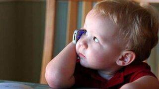 Atención padres: sepa cuáles son los peligros del uso de celulares en niños