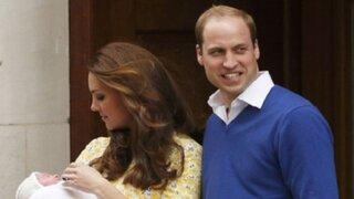 Inglaterra: Duques de Cambridge presentaron a su recién nacida