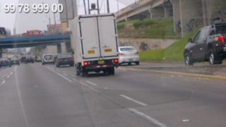 WhatsApp: camión transita impunemente por la Vía Expresa