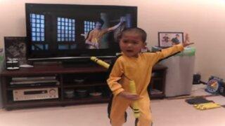 YouTube: niño que imita perfectamente a Bruce Lee se vuelve viral en las redes