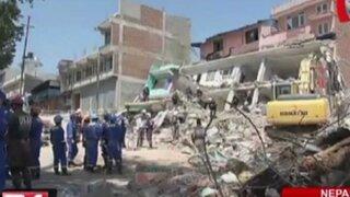 Rescatan a hombre de 100 años a una semana del terremoto en Nepal