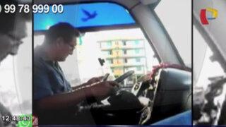 WhatsApp: conductor envía mensajes a través de su celular mientras maneja