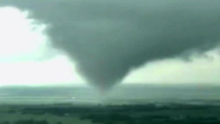 EEUU: tornados causan destrozos en viviendas y carreteras de la zona central