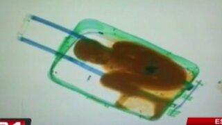 España: encuentran a niño inmigrante dentro de una maleta