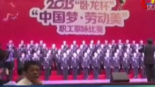 Escenario se desploma: coro se presentaba en un teatro en China