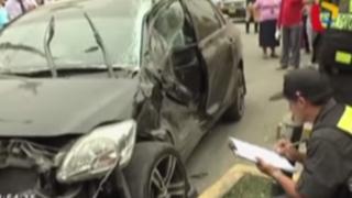 Militar muere en aparatoso choque entre auto y bus en Los Olivos