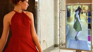 Crean primer espejo inteligente que ayuda a escoger ropa a clientas