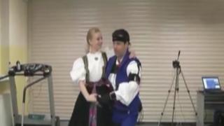 Polonia: novedoso traje permitirá reducir riesgos para la salud durante bailes