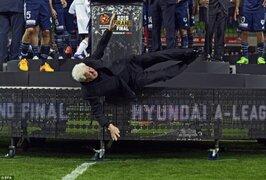 Presidente de la Federación Australiana de Fútbol sufrió caída durante ceremonia