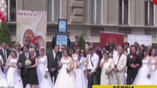 Al menos 100 parejas se casaron en tradicional matrimonio masivo en Serbia