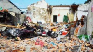China : derribó la casa del suegro con una excavadora tras fuerte discusión