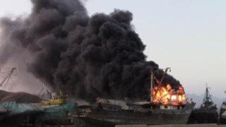 Áncash: barco pesquero que estaba en reparación se incendió en puerto de Huarmey