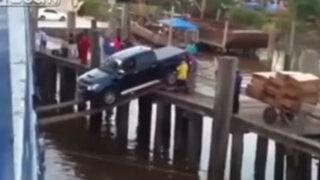 YouTube: conductor realiza arriesgada maniobra para evitar caer al río