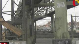 Callao: puente peatonal luce descuidado y en malas condiciones