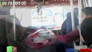 WhatsApp: conductor lleva a bebé sobre motor de bus de transporte público