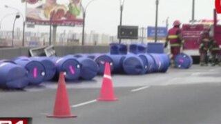 SMP: camión provoca derrame de sustancia química en puente Habich