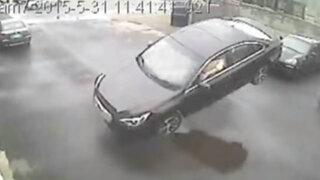 """Impactantes imágenes: violento accidente hace """"volar"""" a conductor y su auto"""