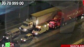 WhatsApp: ambulancia no puede avanzar debido al intenso tráfico en Santa Anita