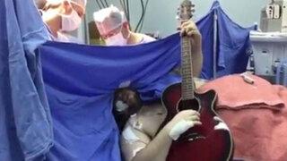VIDEO : paciente canta y toca guitarra mientras lo operan del cerebro