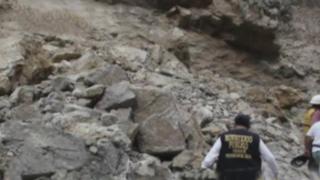 Deslizamiento de piedras en cerro sepulta vehículo con al menos 17 ocupantes en Churín