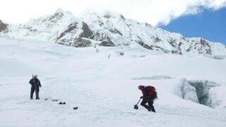 Rescatan a montañista extranjera de nevado en Huaraz