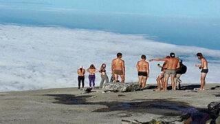 Se desnudan en montaña sagrada de Malasia y los acusan de provocar un terremoto