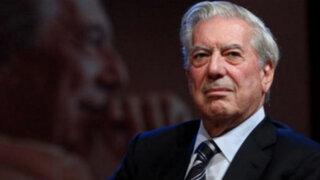 Nuevas fotografías: Mario Vargas Llosa habría sido captado saliendo de casa de Preysler