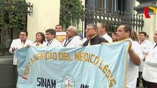 Huelga de médicos forenses afecta a morgues en todo el país