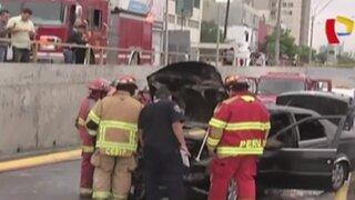 Auto se incendia en plena Vía Expresa de Paseo de la República