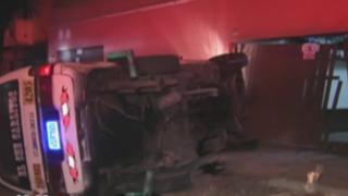 Combi impacta contra casa en Lince: vehículo tendría más de 8 mil soles en papeletas