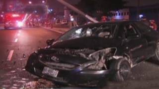 Cercado de Lima: conductor impactó contra poste al intentar esquivar enormes forados